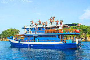 indo surf Yacht Trips