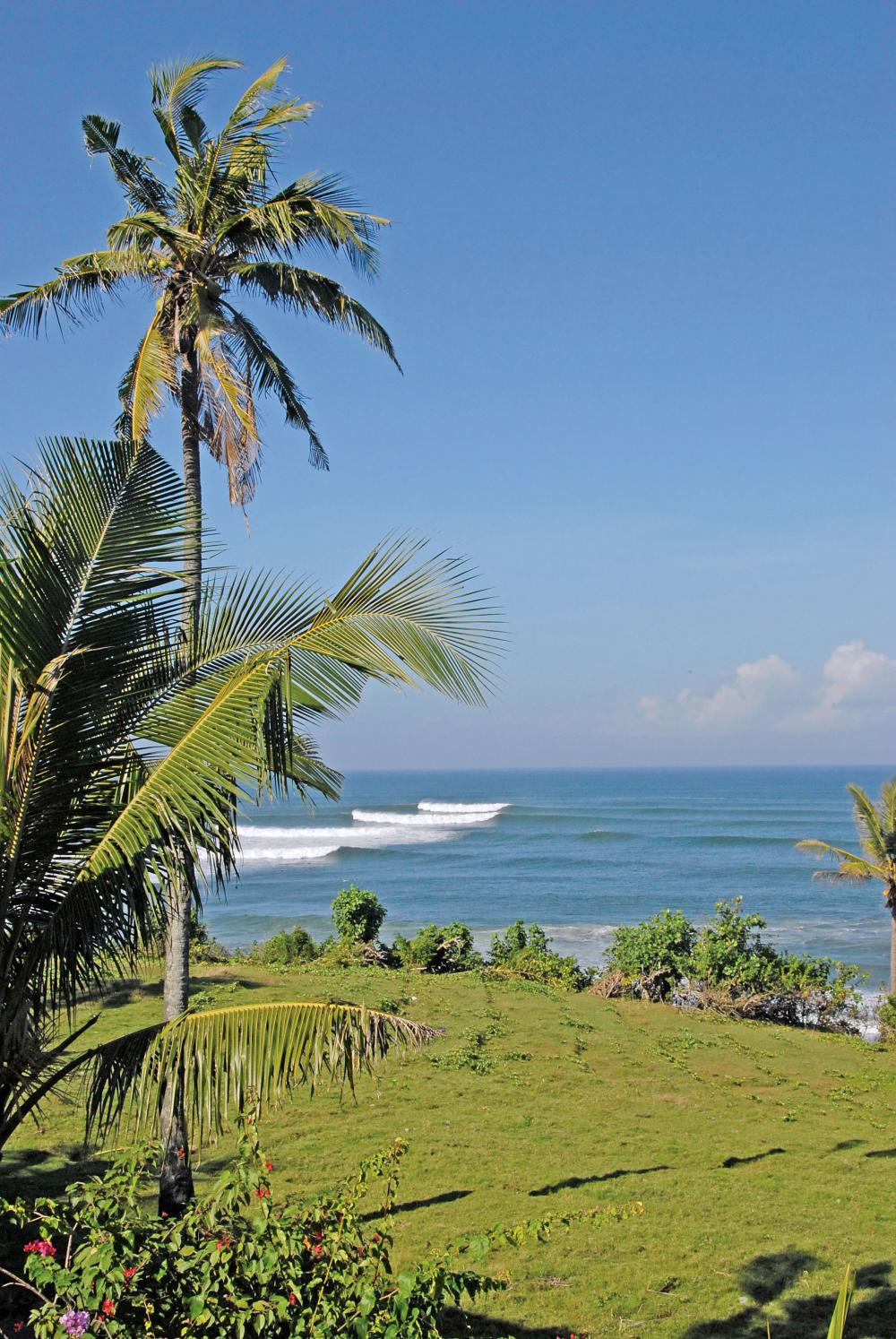 Balian rivermouth, 3 hours drive from Kuta. Photo Troy Roennfeldt, www.baliwaves.com