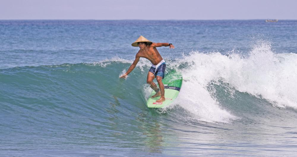 Dede Suryana. High tide + Small swell = FUN at Legian. Photo David Deckers