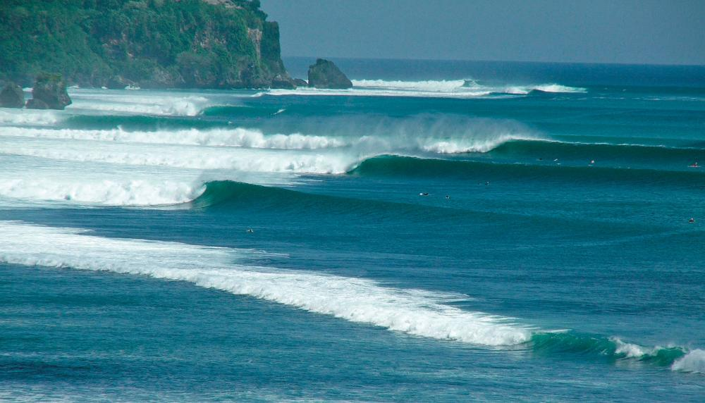 Top: Impossibles and Padang, Photo Pat Koroman. Warung view, Paul Billings. Below: Photo Tom Bauer www.surfingthenations.com